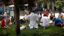 """""""Geht doch in die Messe"""": Jubel und Prügel beim Papst-Besuch"""
