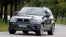 BMW bietet ab Herbst für den X5 xDrive30d ein sogenanntes BluePerformance-Paket an, mit dem das SUV die ab 2014 geltende Abgashürde EU6 bereits heute schafft.