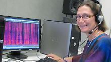 Phonetik-Professorin Angelika Braun an ihrem Arbeitsplatz im Sprachlabor der Universität in Trier.