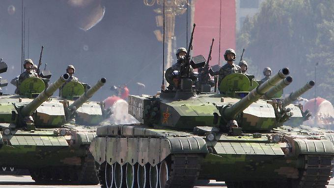 Parade in China: Das Land rüstet massiv auf. Und hilft auch anderen dabei.