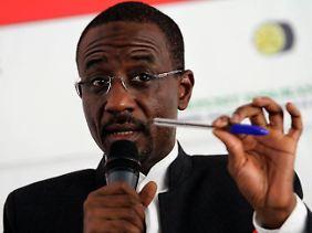"""""""Wir ziehen nur nach"""": Zentralbankchef Lamido Sule Lamido."""