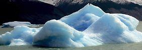 Großer Eisblock auf dem Argentina-See in Patagonien: Das Meereis in der Arktis ist in diesem Sommer auf einen neues Minimum zusammengeschmolzen.