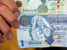 Auch auf dem 1-Dinar-Schein befindet das Bild Gaddafis. Davon sind aber viele Millionen im Umlauf.