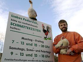 Der Leipziger Lutz Bunge musste sein schnatterndes Federvieh vor Gericht verteidigen.