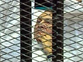Mubarak muss sich derzeit vor Gericht verantworten.