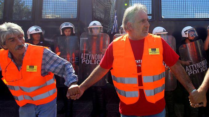 """Streiks verschärfen griechische Staatsmisere: """"Troika"""" mit Protesten empfangen"""
