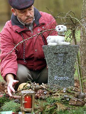 Auf speziellen Friedhöfen gedenken Tierliebhaber ihrer verstorbenen Begleiter.