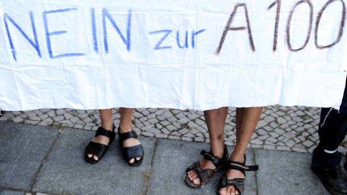 Demonstranten vor der Landesdelegiertenkonferenz der Berliner Grünen.