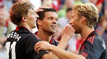 Auf dem Spielfeld läuft es rund: Leverkusens Stefan Kiessling, links,  Michael Ballack und Simon Rolfes.