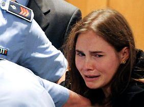 Amanda Knox bricht nach dem Freispruch in Tränen aus.