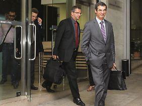 """Die """"Griechenland-Checker"""" verlassen das Finanzministerium. Zweiter von rechts: Klaus Masuch von der EZB."""