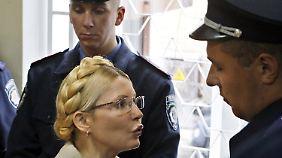 Proteste vor Gerichtssaal: Timoschenko zu sieben Jahren Haft verurteilt