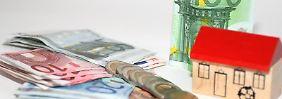 Bei der Suche nach einer Immobilien-Finanzierung sollte man ruhig bleiben und besonnen handeln. (Bild: dpa-infocom)
