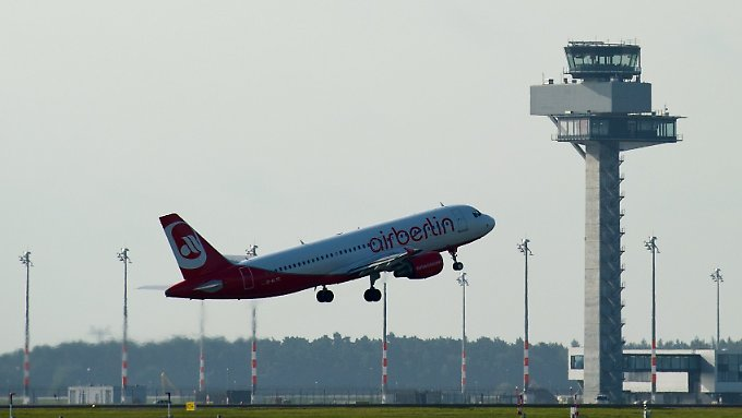 Start frei: Der Flughafenbetrieb kann 2012 auch bis Mitternacht weitergehen.