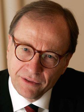 Joachim Jens Hesse ist Vorsitzender des Internationalen Institutes für Staats- und Europawissenschaften und Professor für Politikwissenschaften an der Freien Universität Berlin.