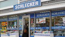 Schlecker will bis zu 71 Woolworth-Filialen übernehmen.