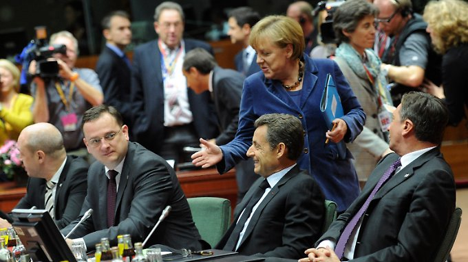 Zäh, aber erfolgreich: Kanzlerin Merkel mit (von links, sitzend) Schweden Ministerpräsident Reinfeldt, Tschechiens Premier Necas, Frankreichs Präsident Sarkozy und Sloweniens Premier Pahor.