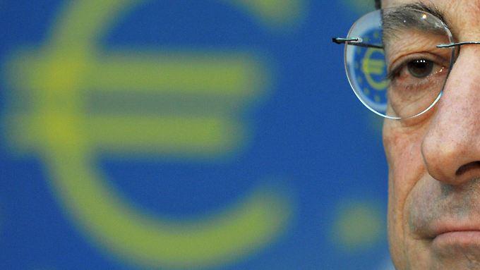 Neuer EZB-Chef sorgt für Paukenschlag: Draghi senkt den Leitzins