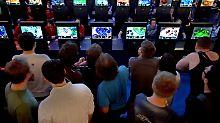 Der Spielemarkt ist riesig - mit pausenlosem Daddeln hat der Beruf des Spieleentwicklers allerdings wenig zu tun.