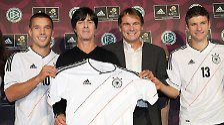 Fürn Osten was Neues: DFB-Elf kickt im Retro-Chic