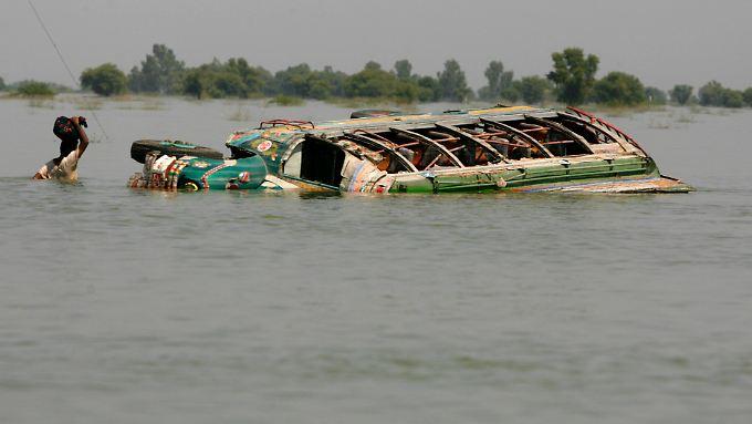 Extremwetterereignisse nehmen weiter zu: Bei den Überschwemmungen im Sommer 2010 in Pakistan kamen hunderte Menschen ums Leben.
