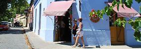 In den Gassen von Colonia wechseln sich kleine Galerien und Souvenirläden mit gemütlichen Cafés und Restaurants ab.