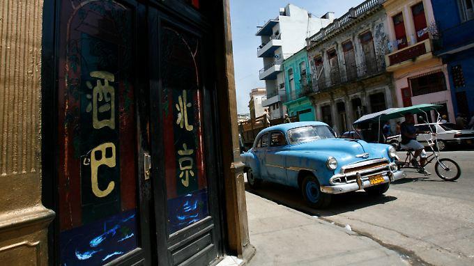 """Auch wenn Kuba-Fans schon jetzt """"Coca-Cola""""-Werbung an den Fassaden fürchten, für viele Kubaner wäre eine Instandsetzung der maroden Gebäude eine Erleichterung."""