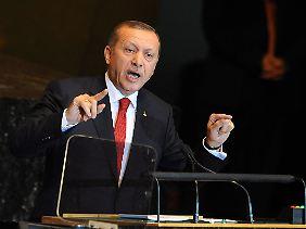 Der türkische Ministerpräsident Recep Tayyip Erdogan droht.