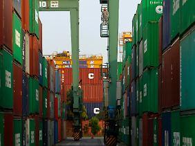 Container im Hafen von Tokio.