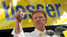 Westerwelle freut sich über die Zahlen - doch er muss auch in die Regierung. Jedenfalls im Bund. Vier weitere Jahre Opposition wären nicht nur für die FDP, sondern auch für ihn eine herbe Enttäuschung.