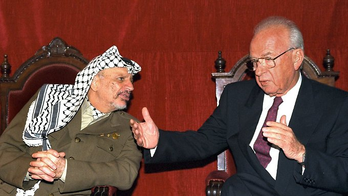 Arafat und Rabin 1994 in Madrid.