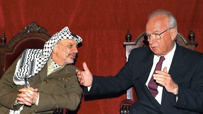 Arafat und Rabin 1994 in Madrid.
