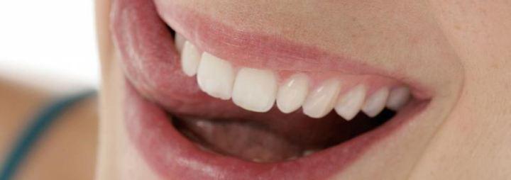 Gepflegte Zähne fühlen sich gut an. Besonders nach einer Zahnreinigung.