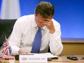 In Europa isoliert, zuhause gibt es auch Ärger: Die nächsten Wochen werden für Cameron nicht einfacher.