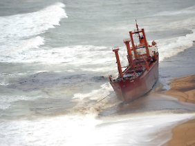 """Die """"TK Bremen"""" vor der Küste der Bretagne."""