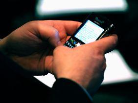 Für die einen Statussymbol, für die anderen eine elektronische Fußfessel: Smartphones wie das Blackberry.