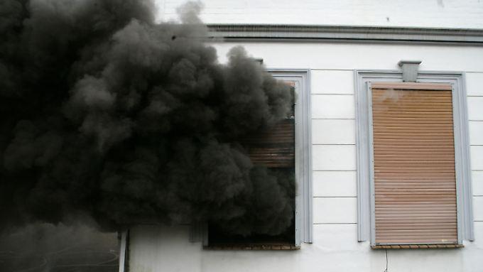 Richtiger Umgang mit Feuerwerk: Bevor die Wohnung in Flammen steht