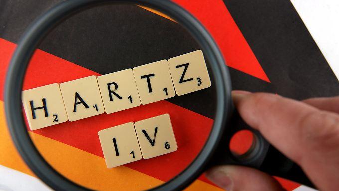 Durchschnittlich 61.000 Erwerbslose rutschen im Monat ins Hartz IV ab.