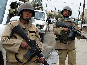 Söldner von den Fidschi-Inseln 2004 in den Straßen von Mosul.