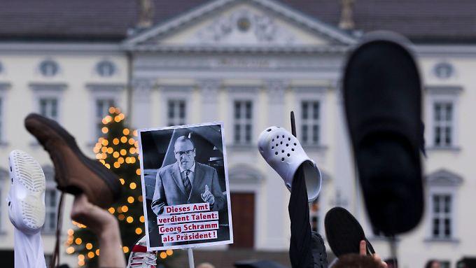 Verachtung für Wulff: Bürger demonstrieren vor Schloss Bellevue