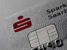 Die Sparkassen hatten im Frühjahr 2012 in der Region Hannover ein Pilotprojekt zum kontaktlosen Bezahlen mit EC-Karte gestartet.