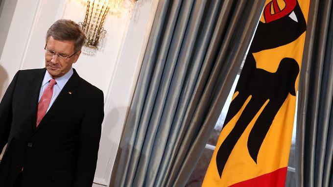 Erste Rücktrittsforderungen aus der CDU: Wulff bemüht sich um Lockerheit