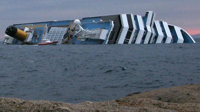 """Wer bei der Havarie der """"Costa Concordia"""" mit dem Schrecken davongekommen ist, kann unter anderem Schadenersatz verlangen."""