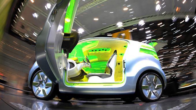 E-Autos sind der Traum und scheinen die Lösung aller Probleme. Keine Emission, Keine Benzinprobleme, keine Geräusche. Doch bis heute kranken die Stromer unter ihren kurzen Reichweiten, langen Ladezeiten und einem viel zu hohen Preis.
