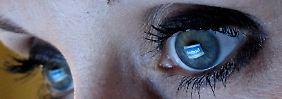 Facebook im Auge des Betrachters: Die hemmungslose Offenheit der Nutzer ist eine wichtige Geschäftsgrundlage.
