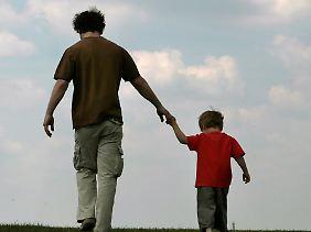 Vaterschaft senkt nachweislich den Testosteronspiegel bei Männern.