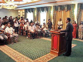 """""""Es ist für das Land besser"""": Präsident Nasheed live im Fernsehen."""