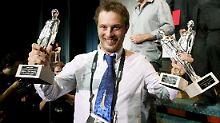 """Duncan Jones mit seinem Preis für """"Moon' beim Sitges International Film Festival."""