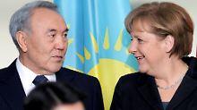 Staatschef Nasarbajew und Kanzlerin Merkel: Darf man mit Kasachstan Geschäfte machen?
