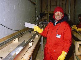 Professor Heinz Miller bei seiner Arbeit.